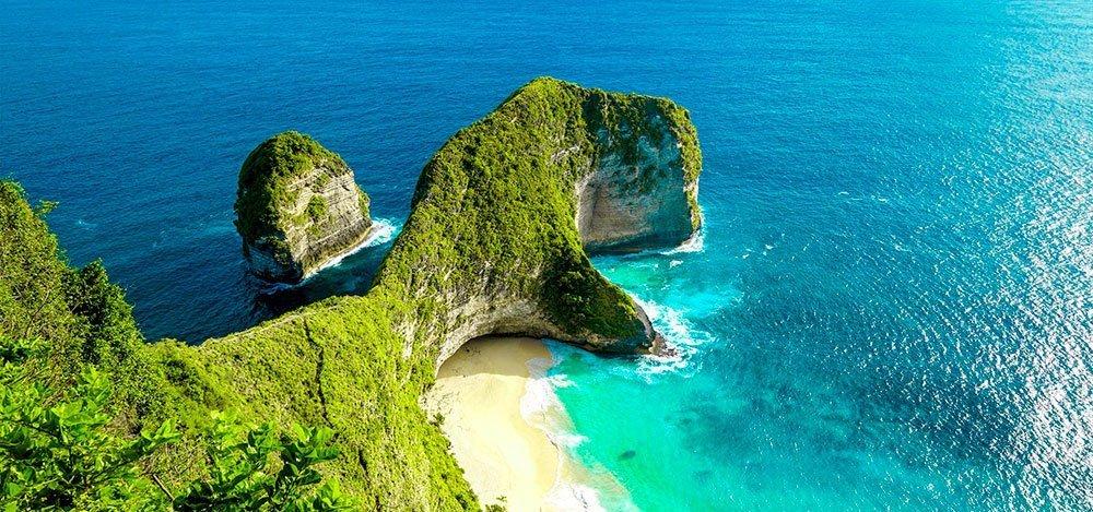 kelingking beach nusa penida-island indonesia